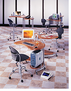 Desks: Versteel
