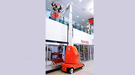 Narrow aisle mast boom lift: Snorkel