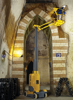 Vertical Masts: Haulotte Group   BilJax