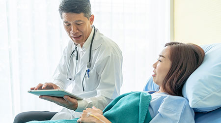 doctor / patient with tablet